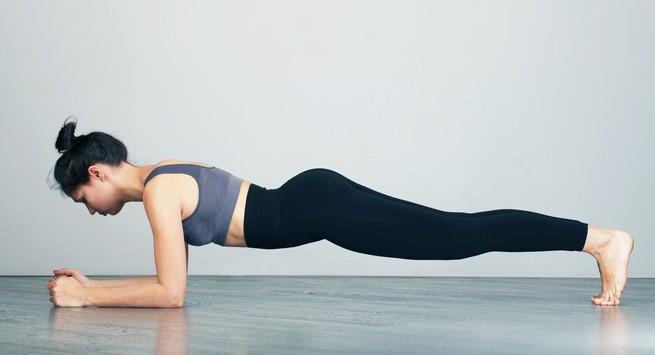 Bài tập yoga giảm mỡ bụng Tư thế plank – Kumbhakasana