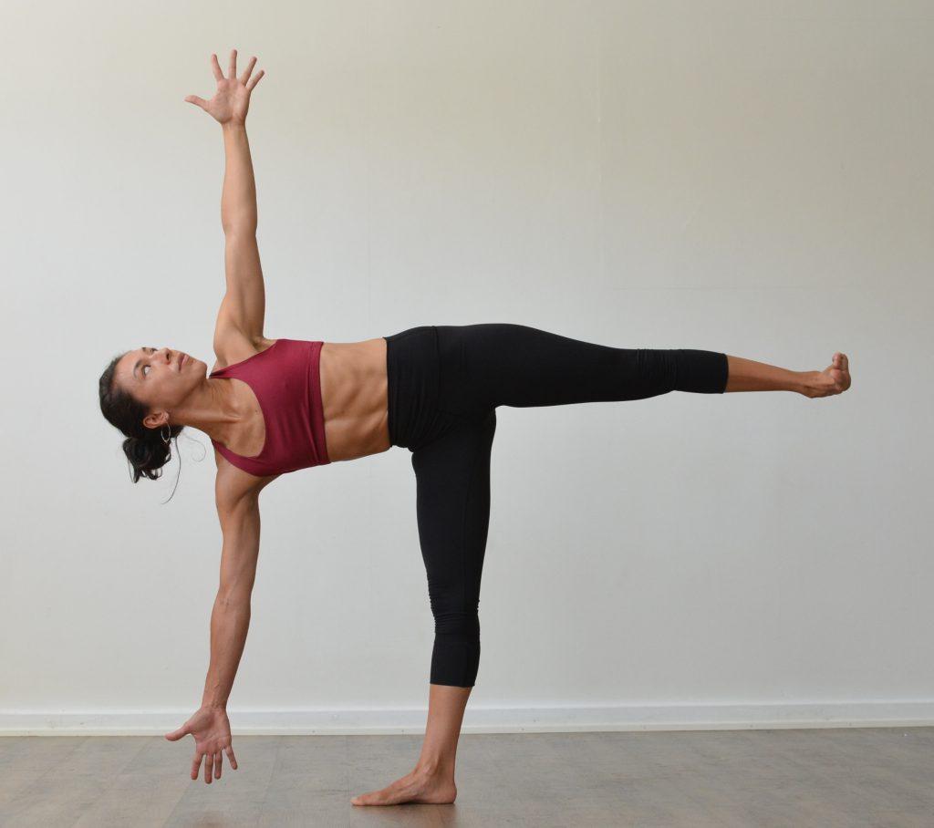 bài tập yoga giảm mỡ bụng tư thế nửa mặt trăng